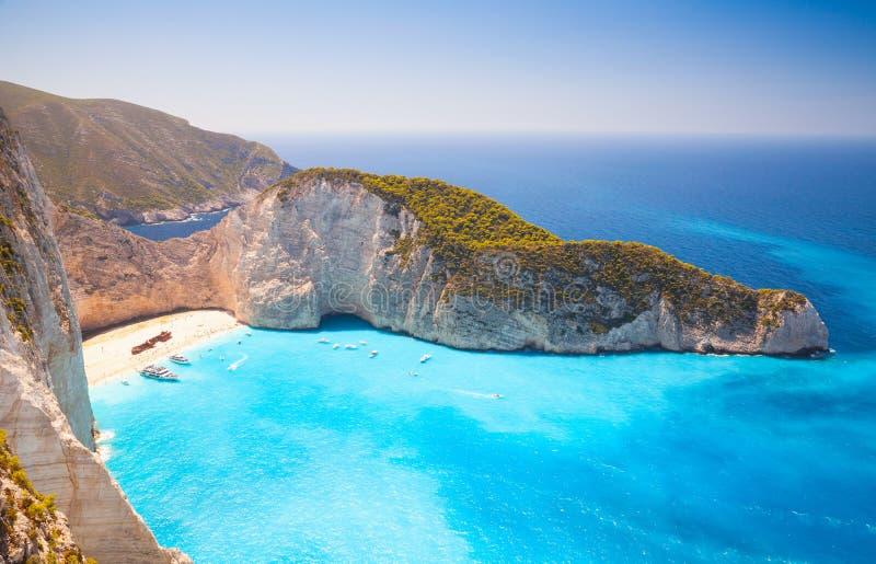 Praia de Navagio Ilha Zakynthos no mar Ionian imagens de stock