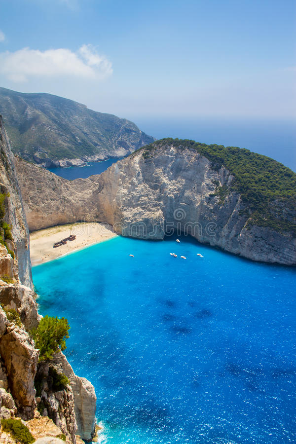 Praia de Navagio na ilha Zakynthos de Grécia fotografia de stock