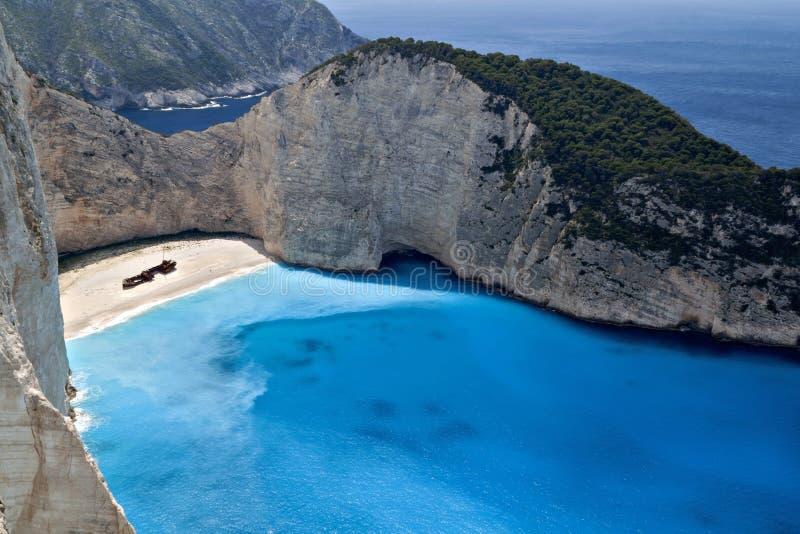 Praia de Navagio no console de Zakynthos em Greece fotos de stock