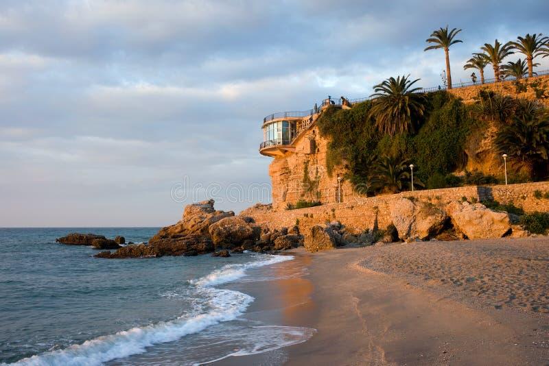 Praia de Nerja e Balcon de Europa fotografia de stock royalty free