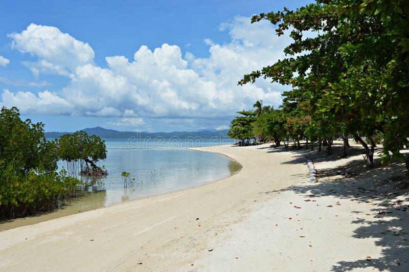 Praia de Palawan na ilha de Arrecifa nas Filipinas foto de stock