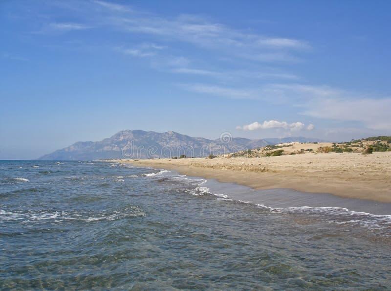 Praia de Patara - uma da praia a mais bonita na costa do Riviera turco foto de stock