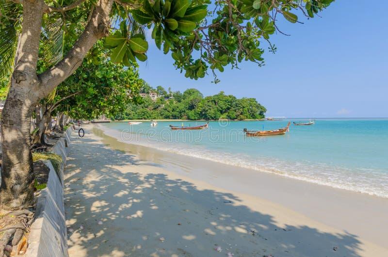 Praia de Patong em Phuket, Tailândia imagem de stock
