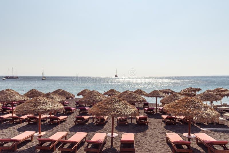 Praia de Perissa - ilha de Santorini Cyclades - Mar Egeu - Grécia fotos de stock