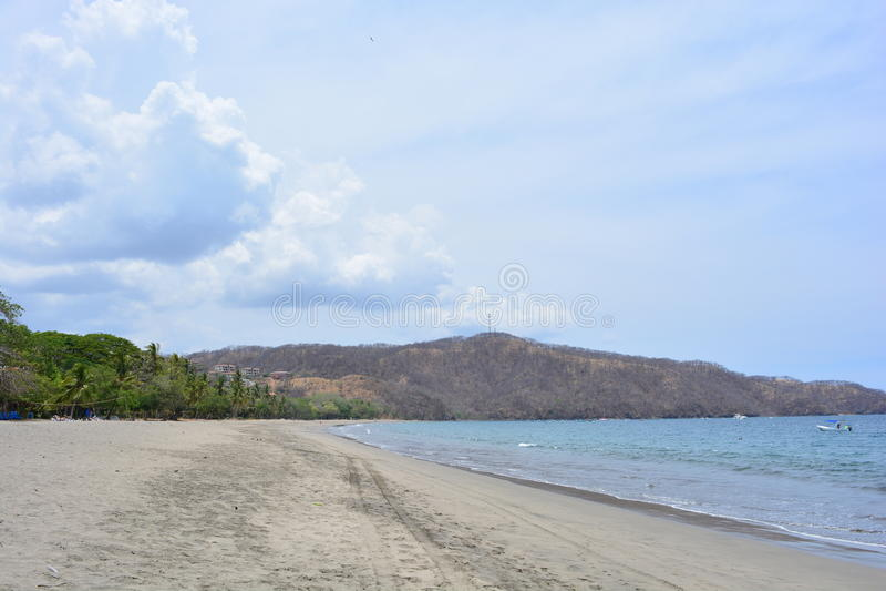 Praia de Playa Hermosa em Costa Rica foto de stock royalty free