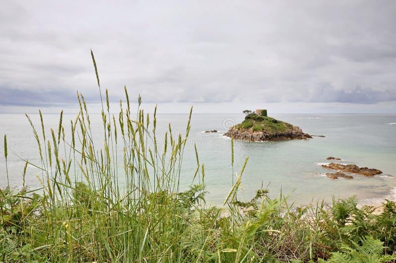 Praia de Portelet no jérsei, ilhas channel foto de stock