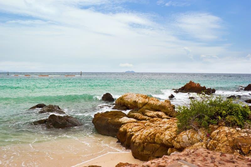 Praia de Samae em Koh Lan imagens de stock royalty free