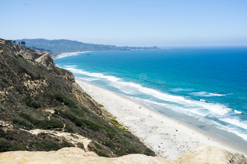 Praia de San Diego ao longo do litoral - gliderport de Torrey Pines imagens de stock royalty free