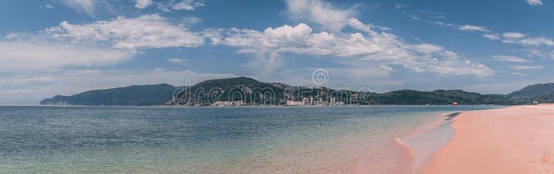 Praia de Sandy Bico DAS Lulas em Troia, Portugal foto de stock
