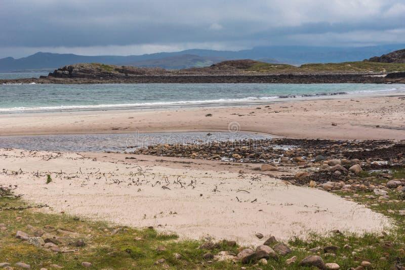 Praia de Sandy Mellon Udrigle em Oceano Atlântico, nanowatt Escócia foto de stock