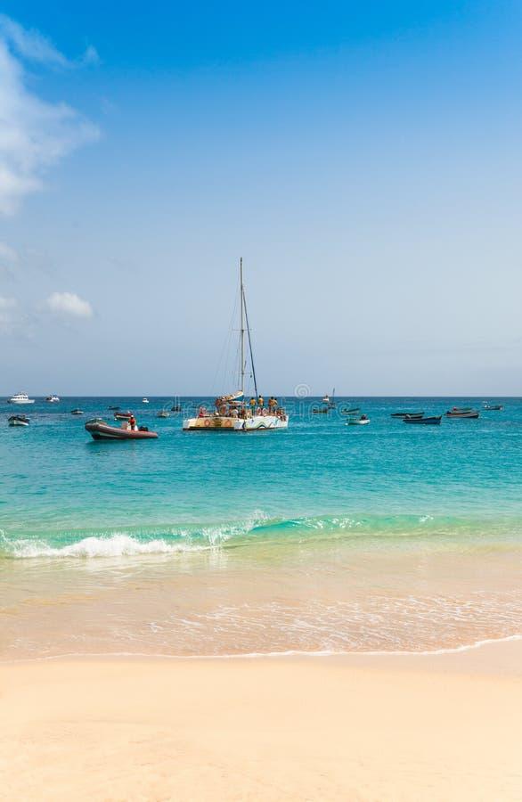 Praia de Santa Maria na ilha Cabo Verde - Cabo Verde do Sal imagens de stock royalty free