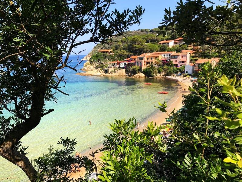 Praia de Scaglieri no verão imagens de stock