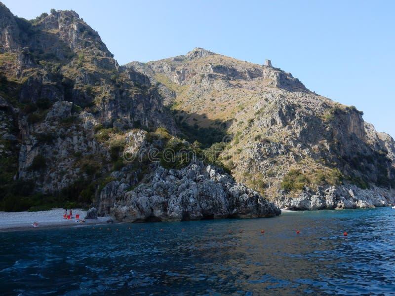 Praia de Scario - de Sciabica e de Valloncello no por do sol fotos de stock royalty free