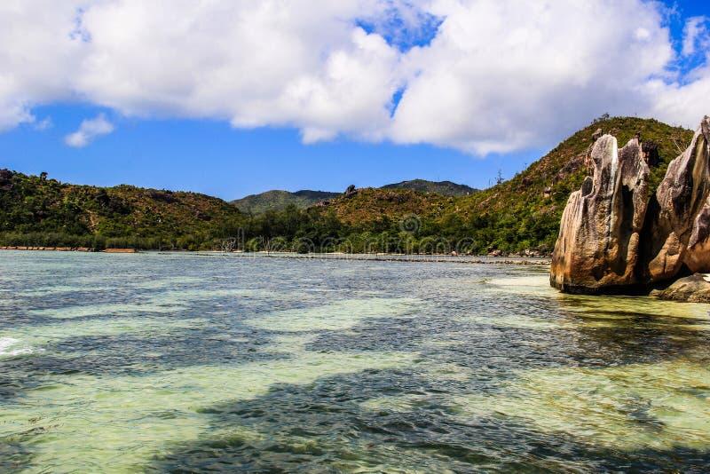 Praia de Seychelles Praslin Curieuse imagens de stock