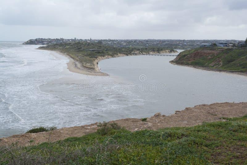 Praia de Southport depois que as tempestades e as inundações, península de Fleurieu, foto de stock royalty free