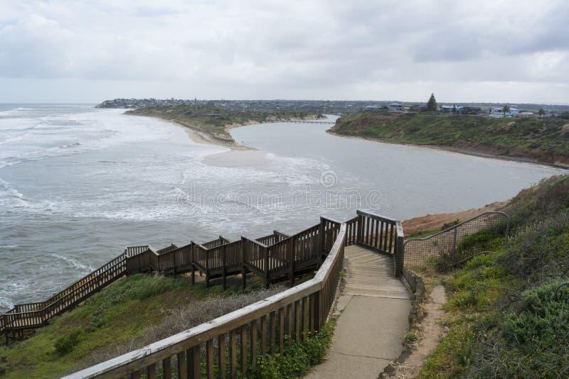 Praia de Southport depois que as tempestades e as inundações, península de Fleurieu, fotos de stock