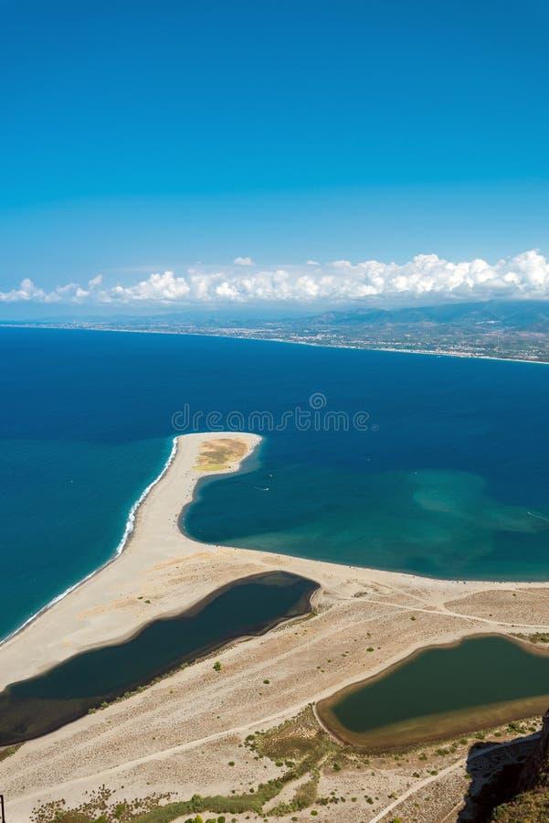 A praia de Tindari em Sicília, Itália imagens de stock