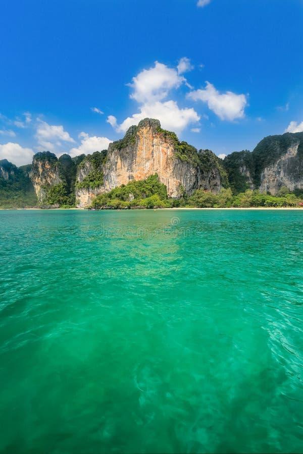 Praia de Tonsai em Railay perto de Ao Nang, Krabi Tailândia fotografia de stock royalty free