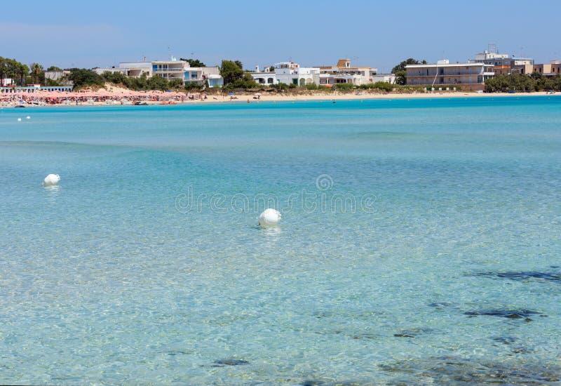 Praia de Torre Chianca na costa de mar de Salento, Itália imagens de stock