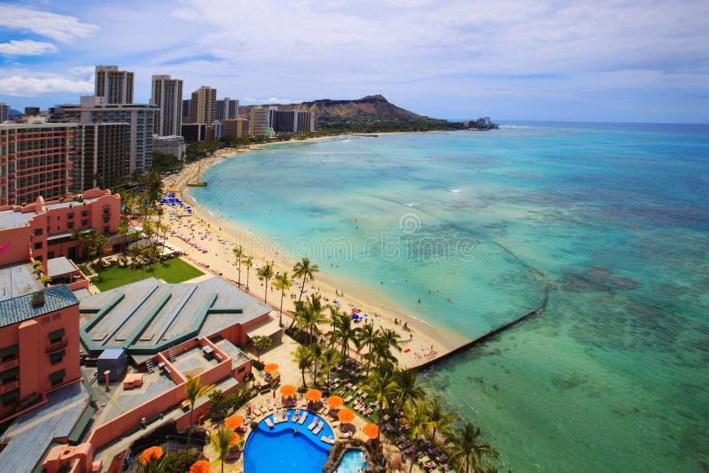 Praia de Waikiki e cabeça do diamante foto de stock