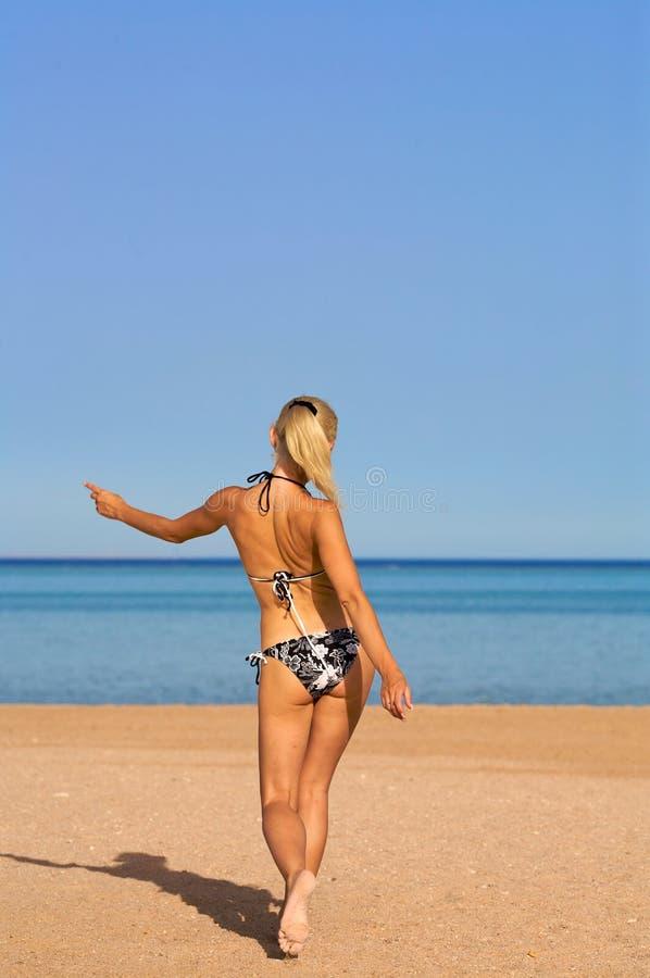 Praia de Walkimg imagens de stock