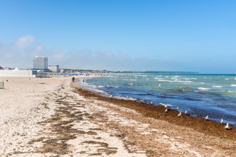 Praia de Warnemunde em Rostock, Pomerania Mecklenburg-ocidental, germe imagens de stock