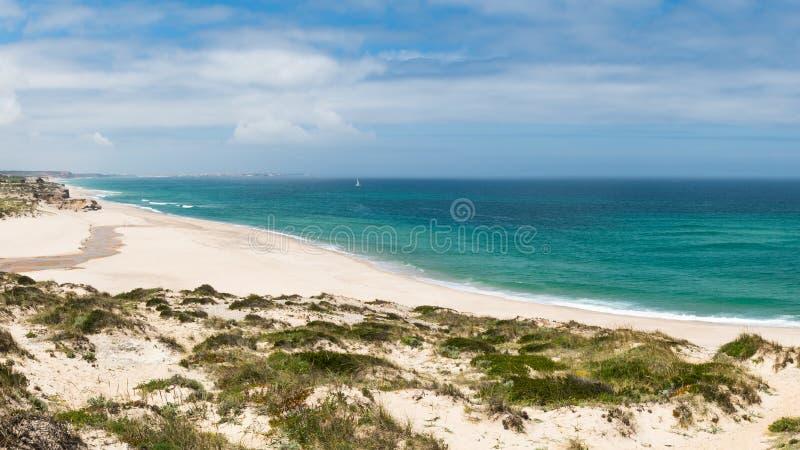 Download Praia Del Rei, Portugal photo stock. Image du place, seashore - 76090772