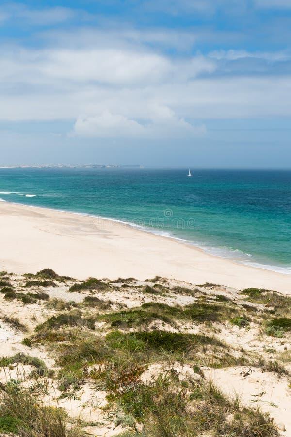 Download Praia Del Rei, Portugal photo stock. Image du bleu, portugal - 76090784