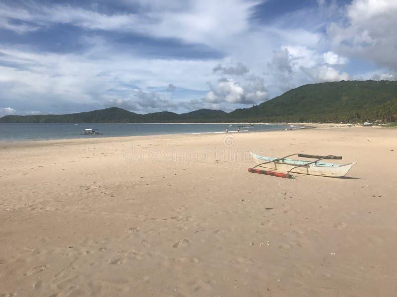 Praia despida imagens de stock