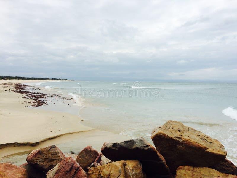 Praia do abrandamento de África do Sul da vista para o mar fotografia de stock royalty free