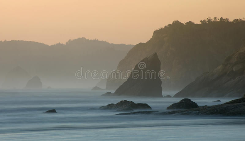 Praia do canhão, oregon fotografia de stock