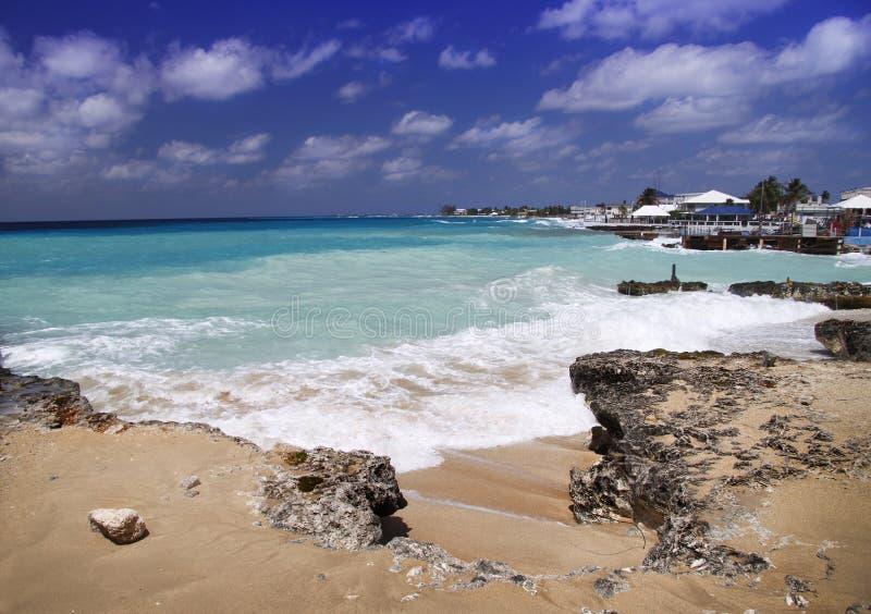 Praia do Cararibe tormentoso foto de stock