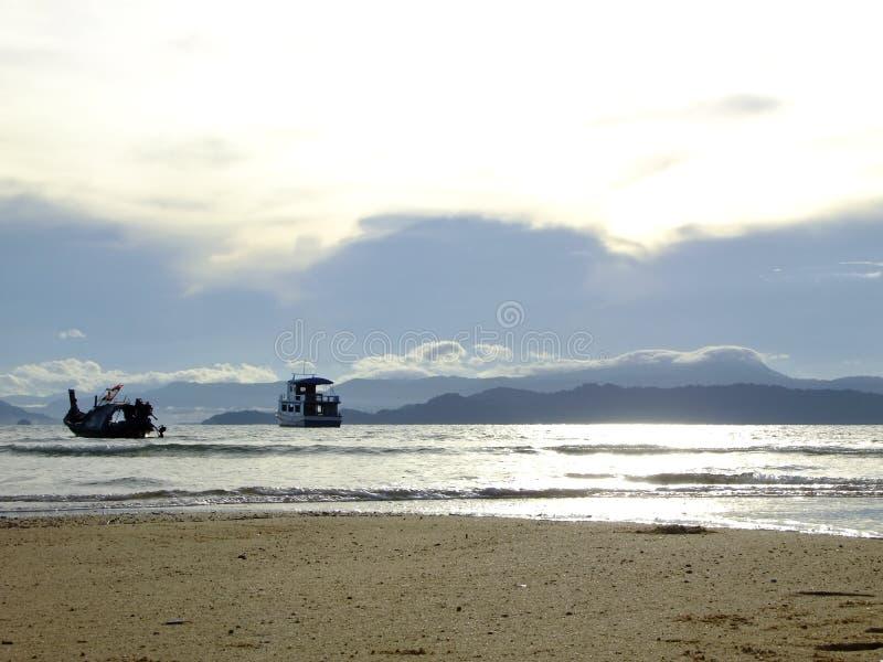 Praia do encanto da manhã foto de stock royalty free