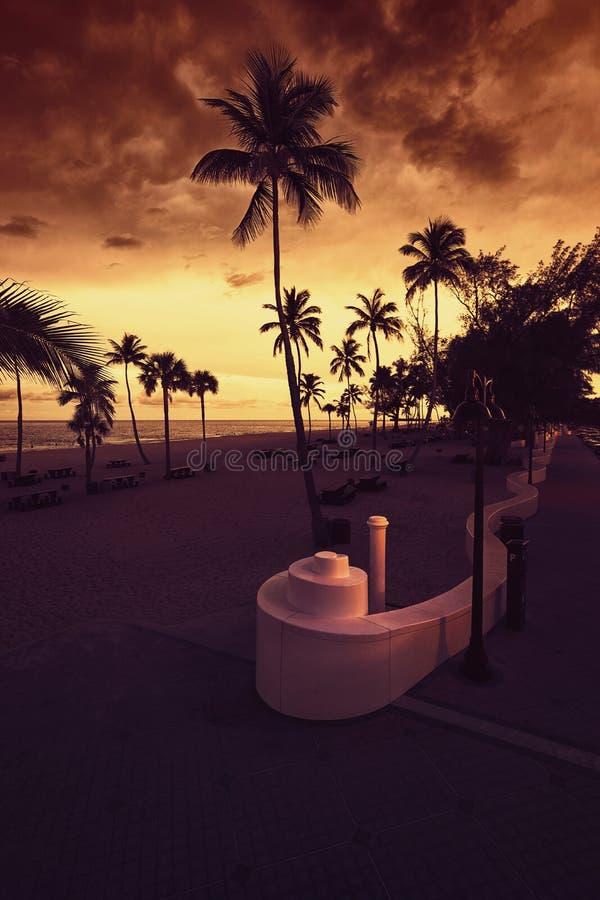 Praia do Fort Lauderdale no por do sol imagens de stock