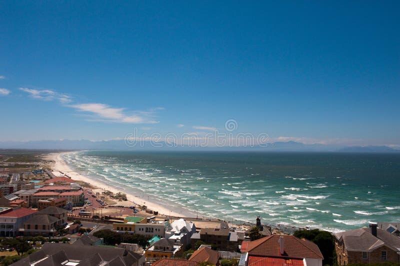 Praia do louro dos acampamentos em Cape Town foto de stock