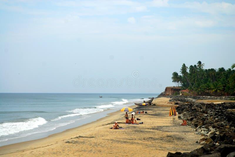 Praia do mar de Varkala, em Kerala, ?ndia fotografia de stock royalty free