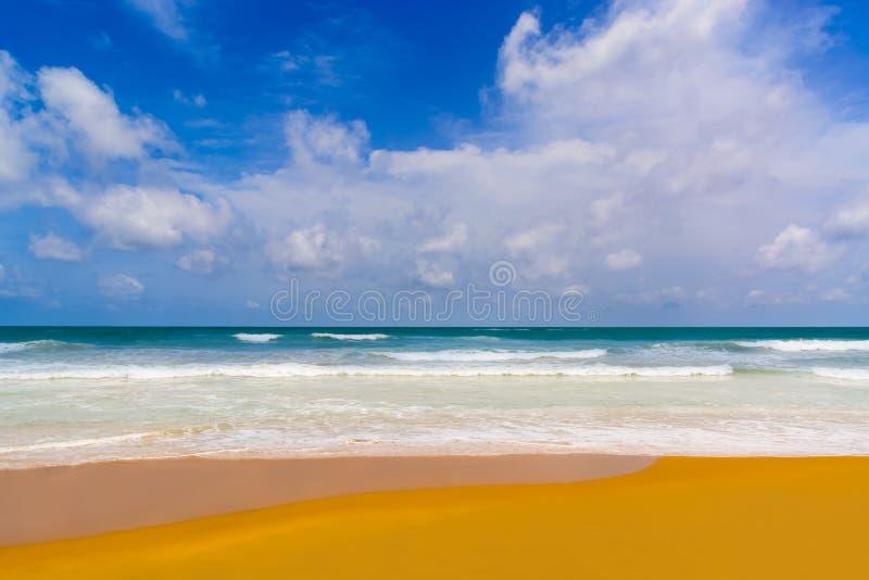 Praia do mar em Sunny Daylight fotos de stock