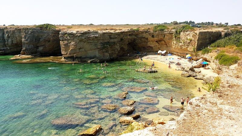 Praia do mosche de Pillirina ou de Cala em Sicília fotografia de stock royalty free