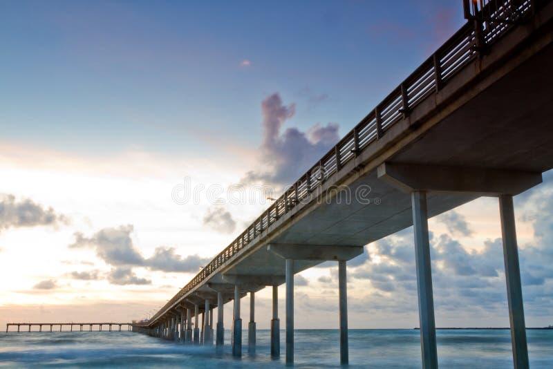 Praia do oceano, cais de Califórnia foto de stock