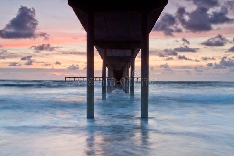 Praia do oceano, cais de Califórnia fotos de stock