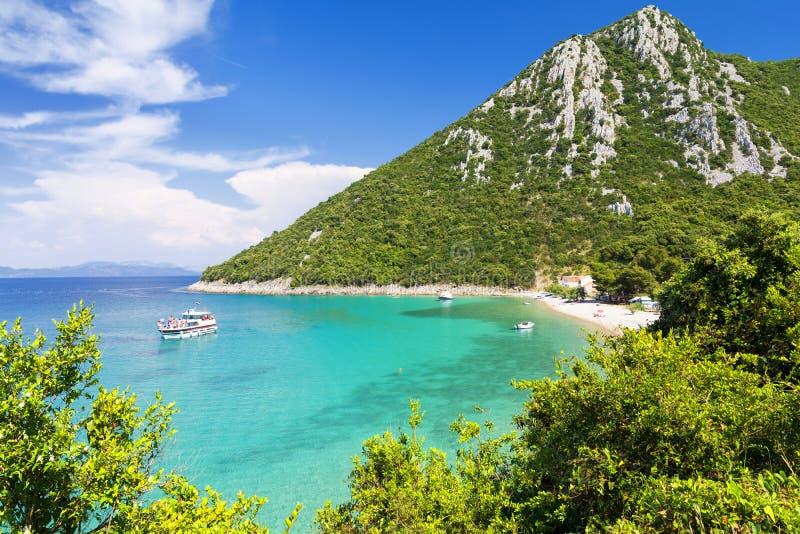 Praia do paraíso na península de Peljesac em Dalmácia, Croácia imagem de stock