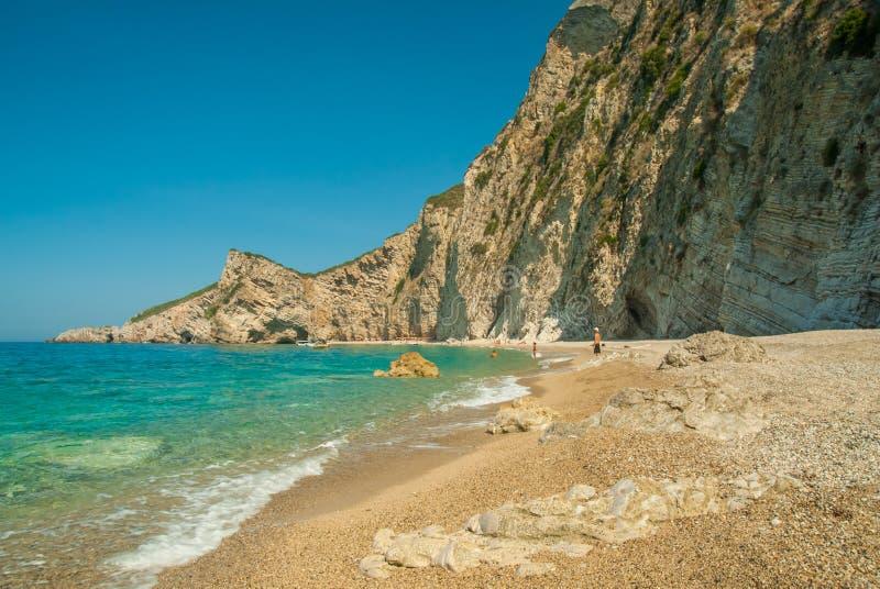 Praia do paraíso perto de Liapades, ocidental da ilha de Corfu, Grécia foto de stock