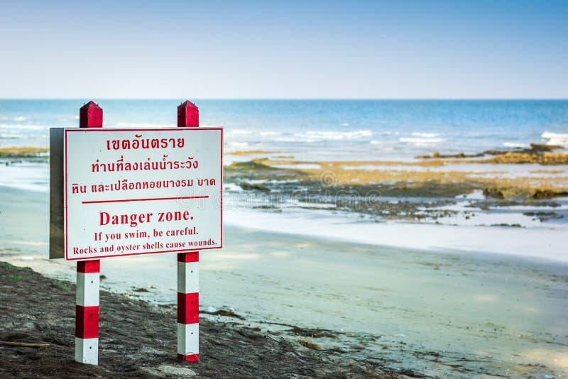 Praia do perigo do Signage imagens de stock