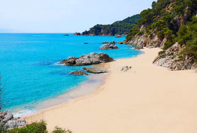 Praia do platja Cala Sa Boadella em Lloret de Mar imagem de stock royalty free
