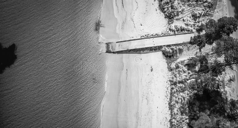Praia do ponto de Dennes de cima de, localizado na ilha de Bruny em Tasman fotos de stock royalty free