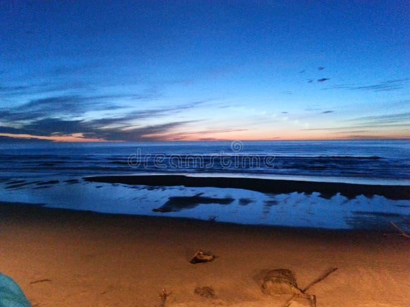 Praia do por do sol fotografia de stock royalty free