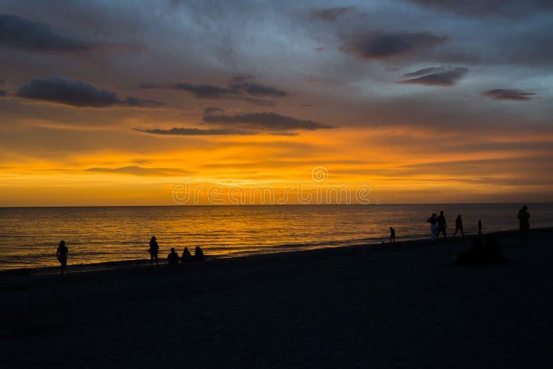 Praia do por do sol imagens de stock