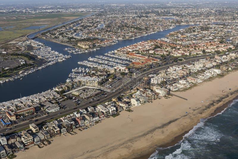 A praia do por do sol dirige a antena em Califórnia do sul foto de stock royalty free