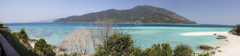 Praia do por do sol na ilha de Lipe fotografia de stock