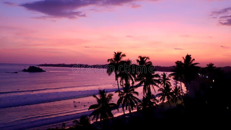 Praia do por do sol no sul de Sri Lanka Hambantota é uma cidade bonita em Sri Lanka foto de stock royalty free